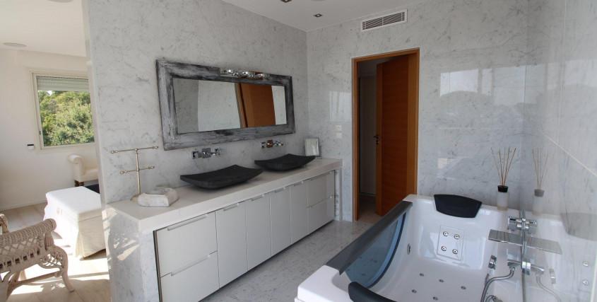 Location Saisonnière-Maison / Villa-ANTIBES