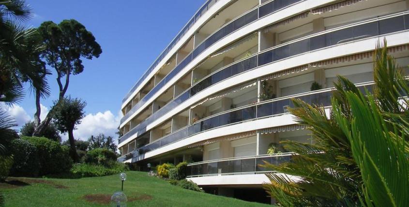 Location Saisonnière-Appartement-CAP-D'ANTIBES