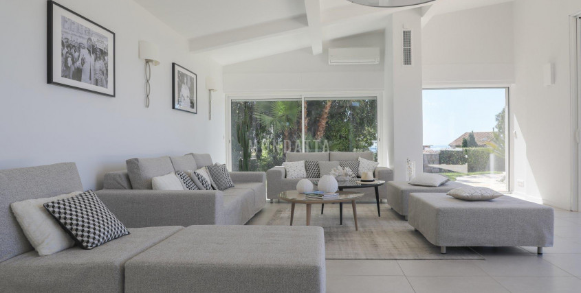 Location Saisonnière-Maison / Villa-CANNES
