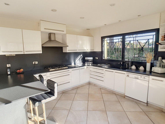 <br /> <b>Notice</b>:  Undefined property: immobileoffer::$title in <b>/var/www/html/nexthome.fr/includes/inc.page2.php</b> on line <b>126</b><br /> -Maison / Villa-MOUGINS