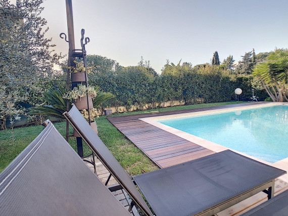 <br /> <b>Notice</b>:  Undefined property: immobileoffer::$title in <b>/var/www/html/nexthome.fr/includes/inc.annonces-similaires.php</b> on line <b>35</b><br /> -Maison / Villa-MOUGINS