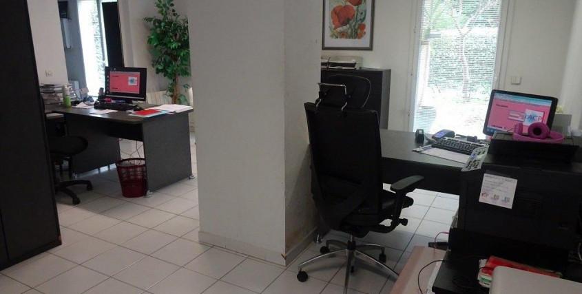 Location vide-Bureau / Commerce / Local-ST-LAURENT-DU-VAR